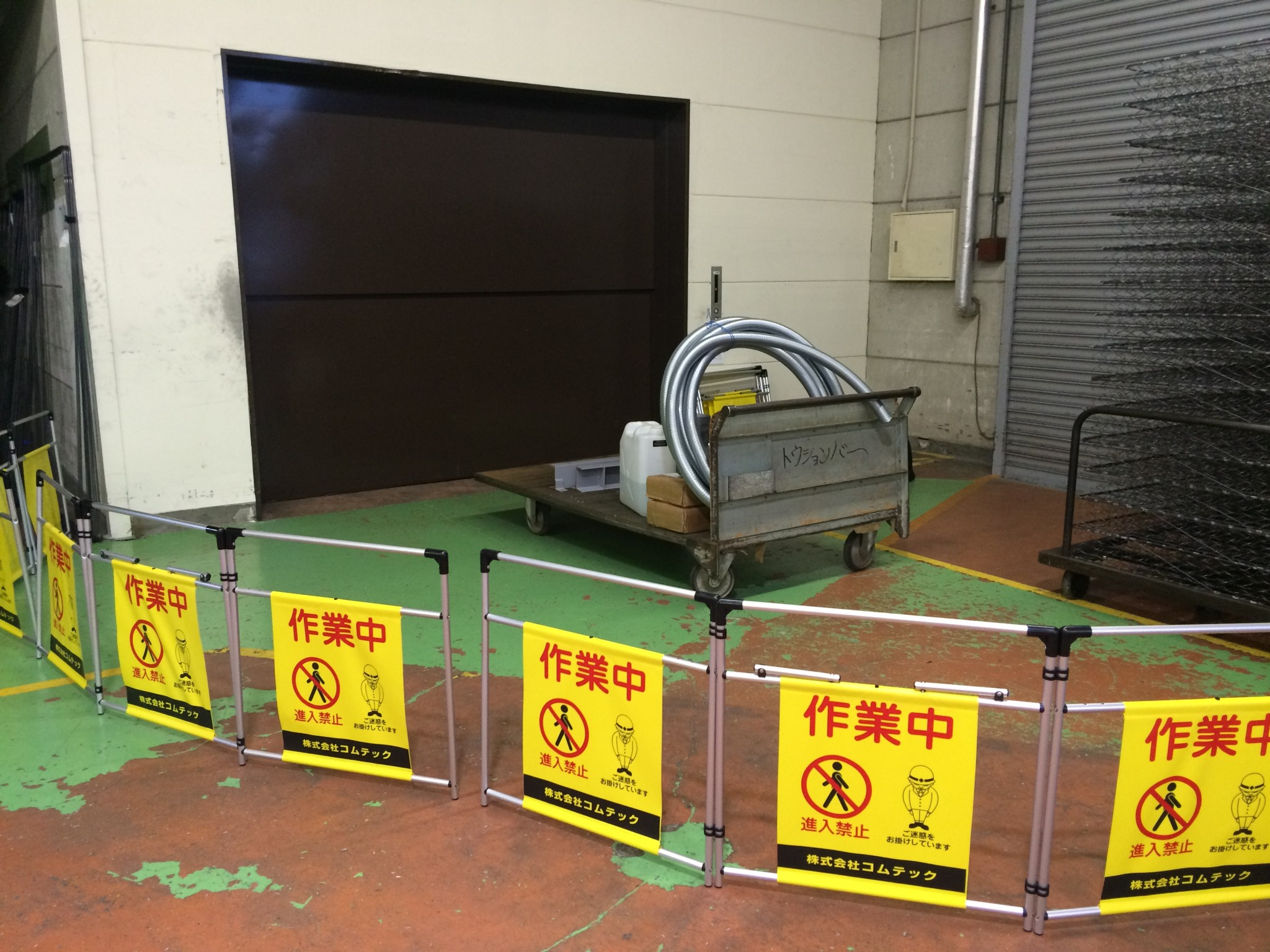 荷物用エレベーター乗場(アップスライドドア)