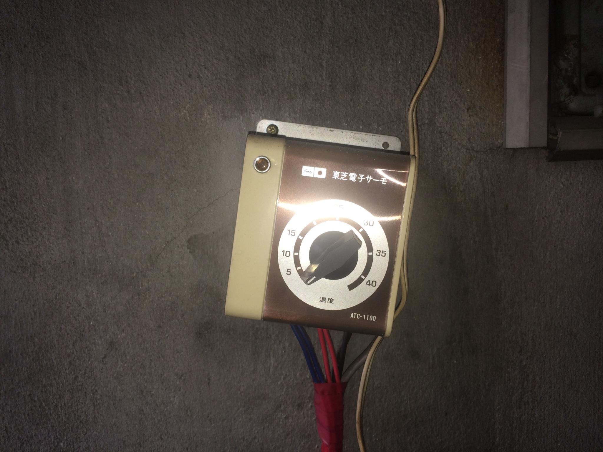 交換前のコントロラースイッチ こちらも昭和感があるデザインですね。