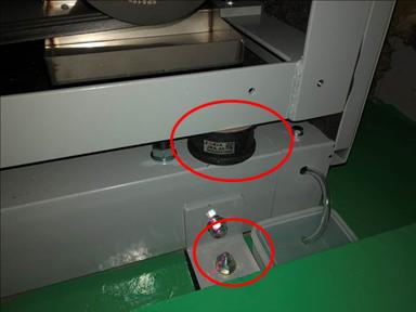耐震対策:ユニット転倒防止 免震ゴム・ダブルナット締め