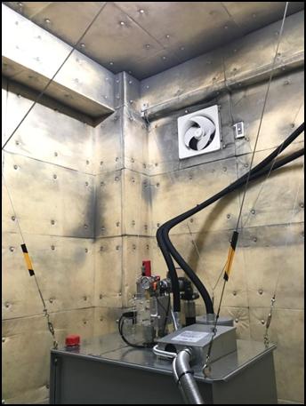 耐震対策:油圧ユニット転倒防止ワイヤー