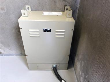 耐震対策:停電時自動着床装置 ※停電時に予備電源に切り替わりエレベーターを最寄階に停止し、扉を開きます