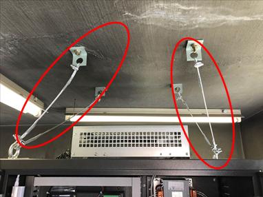 耐震対策:制御盤転倒防止ワイヤー
