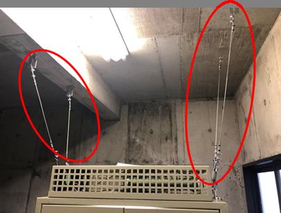 耐震対策:制御盤転倒防止 *地震時に揺れにより制御盤が転倒しないよう制御盤と機械室天井をワイヤーにて固定致しました。