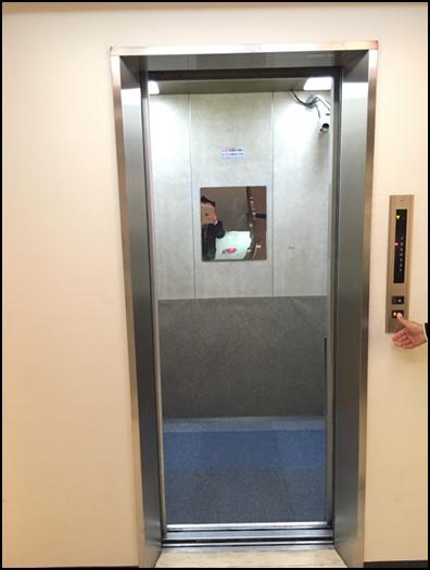 旧:エレベーターカゴ内