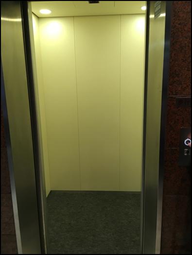 新:エレベーターカゴ内